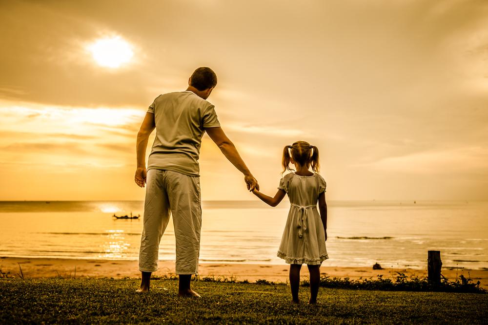 lionesse-father-daughter-bonding-activities-walk